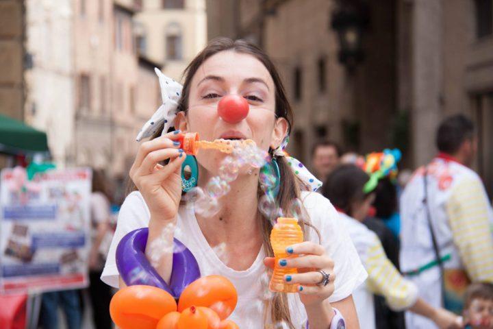 clown di corsia bolle di sapone